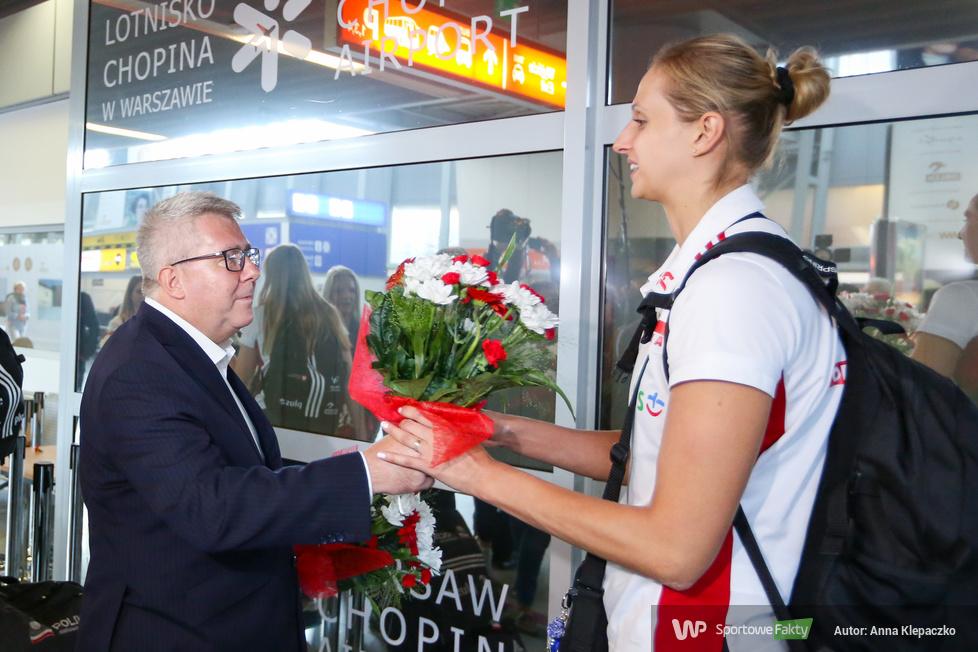 Powitanie reprezentacji Polski siatkarek wracających z finałów Mistrzostw Europy w Ankarze (galeria)