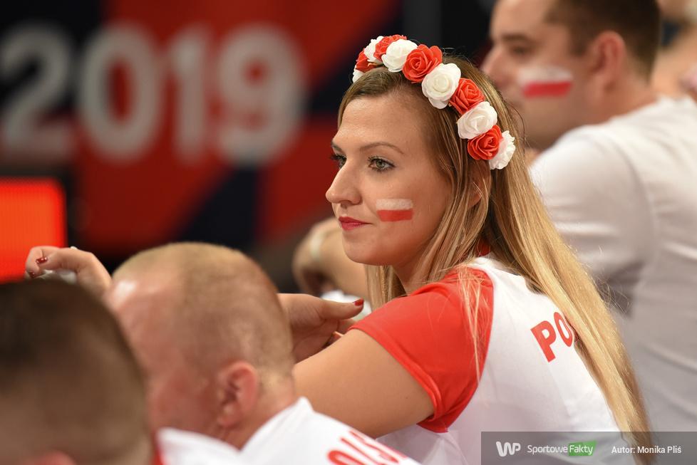 Mistrzostwa Europy siatkarzy 2019. Polscy kibice podczas meczu 1/4 finału (galeria)