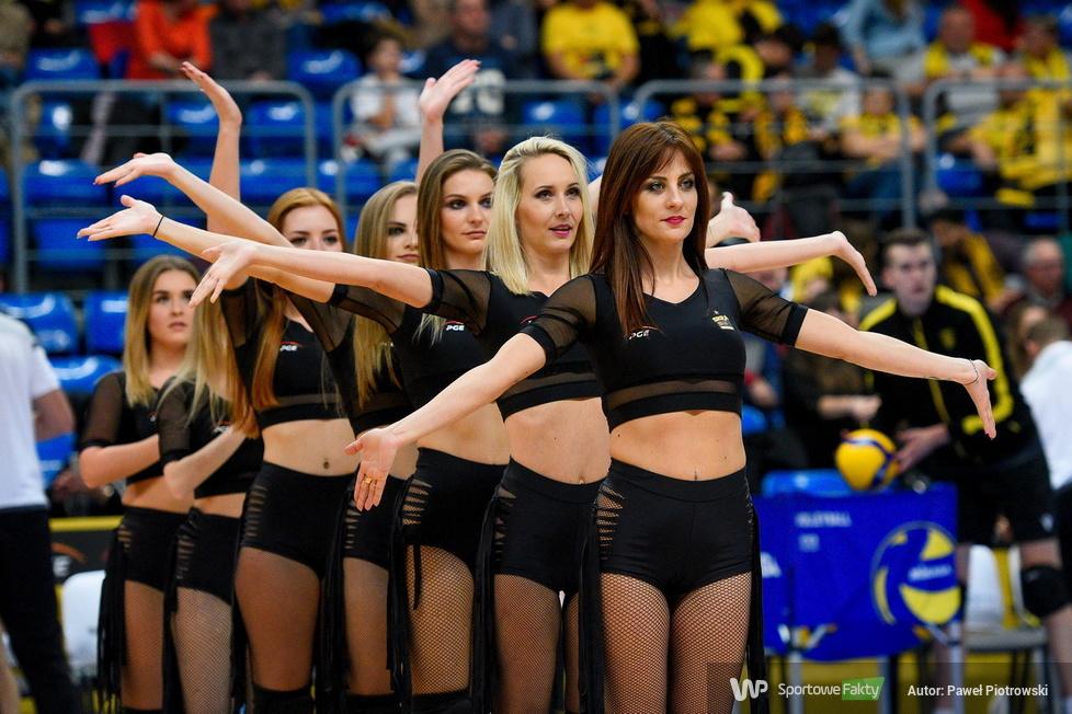 Cheerleaders Bełchatów zatańczyły na inaugurację Plusligi w Bełchatowie (galeria)