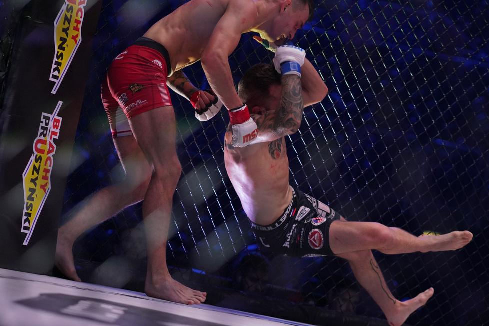 Na otwarcie Sebastian Przybysz (6-2) po trzech rundach pokonał na punk...