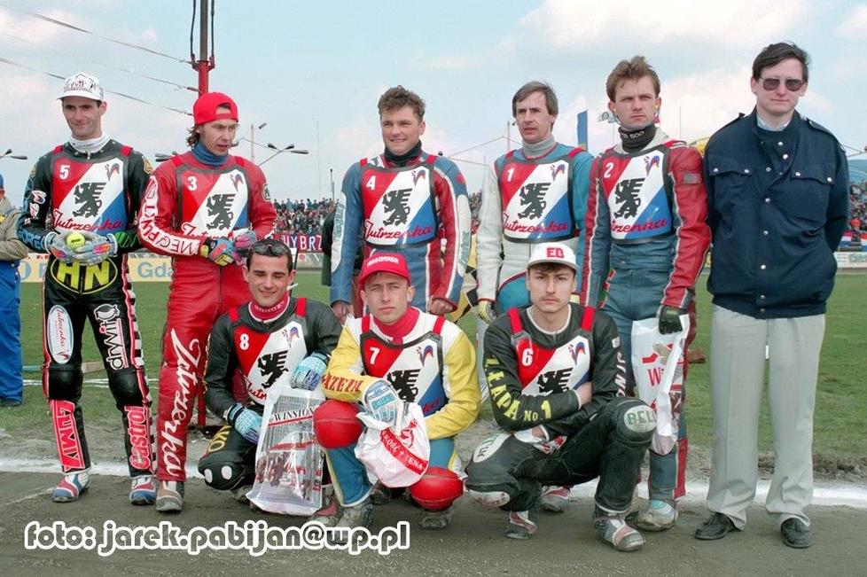 Stoją od lewej: T.Gollob (3,2,3,3,2,1), J.Gollob (3,3,2,3,2,3), Sokoło...