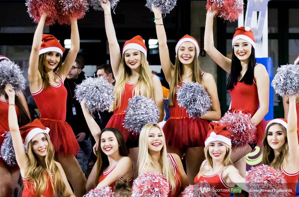Mikołajkowy występ Cheerleaders Radom