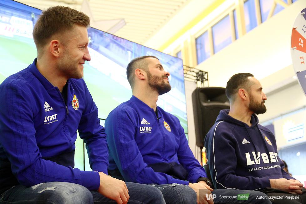 Piłkarze Wisły Kraków spotkali się z kibicami (galeria)
