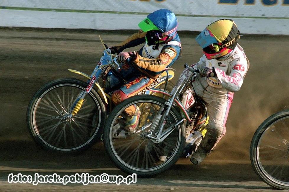 Piotr Baron (kask żółty) zajął 9. miejsce (2,2,1,2,2), natomiast Krzys...