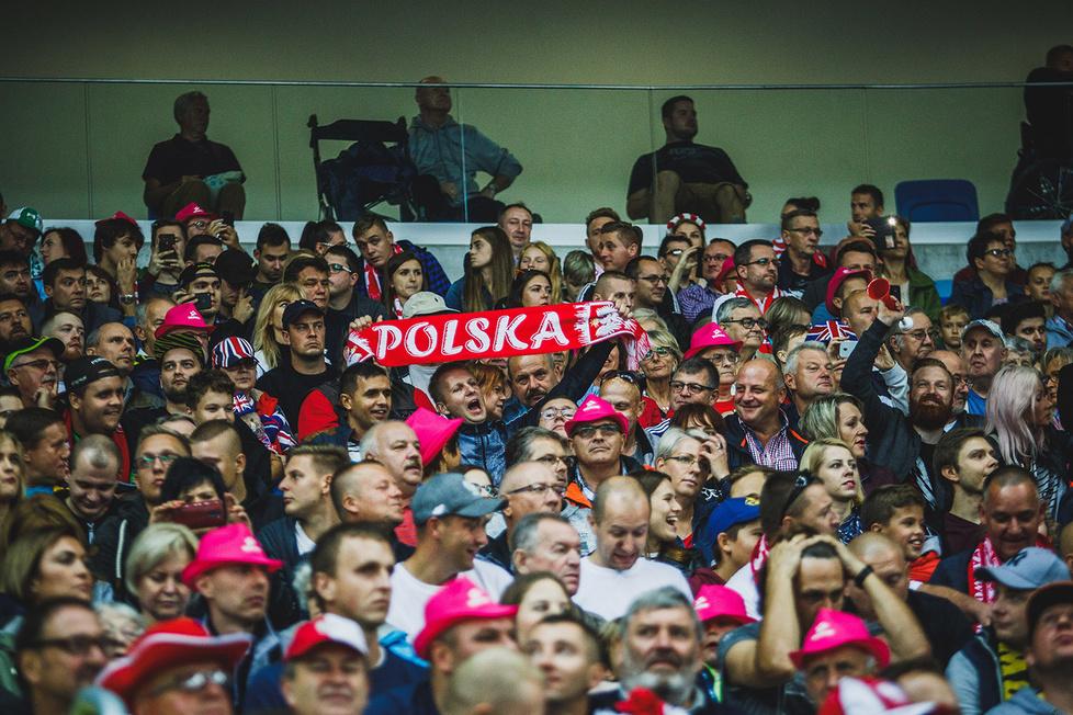 Żużel. Kibice podczas finałów TAURON SEC na Stadionie Śląskim w Chorzowie (galeria)