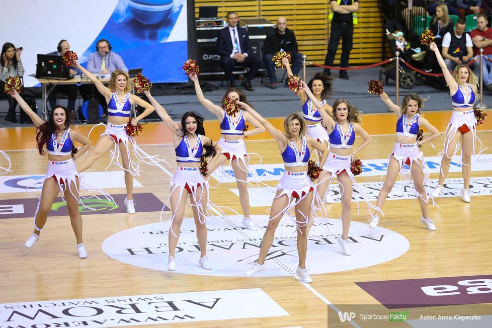 Występy Cheerleaders Wrocław podczas czwartkowych meczów 1/4 Pucharu Polski koszykarzy (galeria)