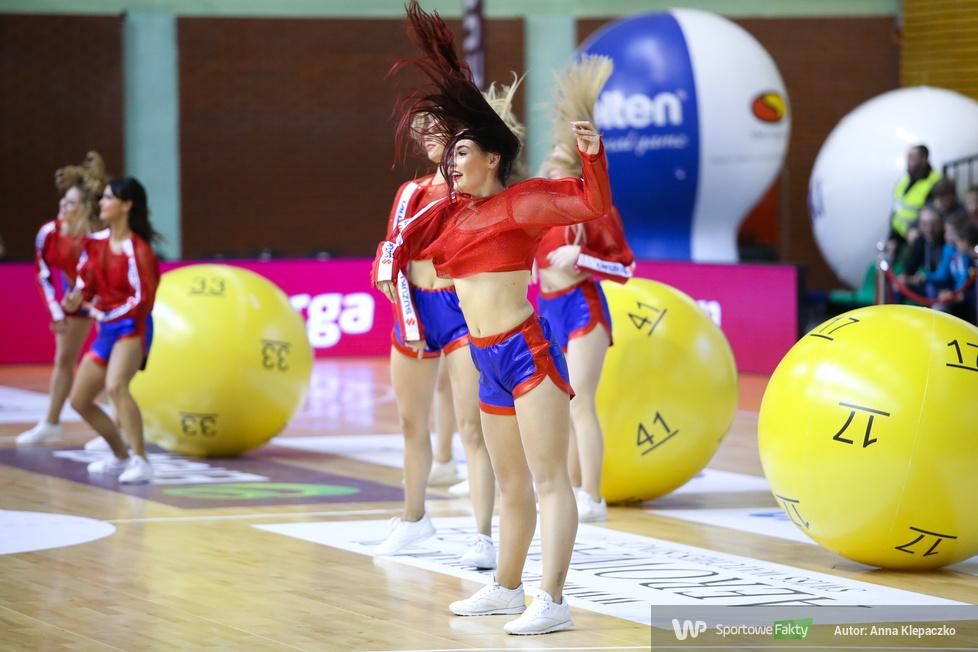 Cheerleaderki na meczach drugiego dnia Suzuki Pucharu Polski w Warszawie (galeria)