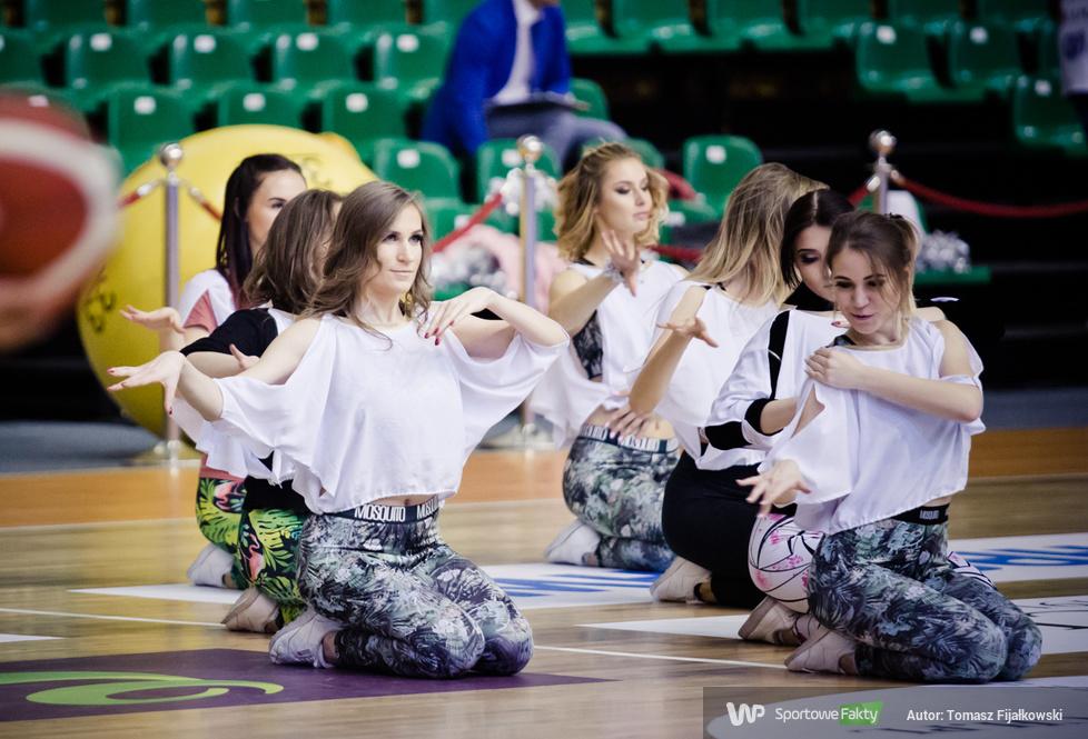 Występy Cheerleaders Wrocław podczas półfinałowych meczów Pucharu Polski koszykarzy (galeria)