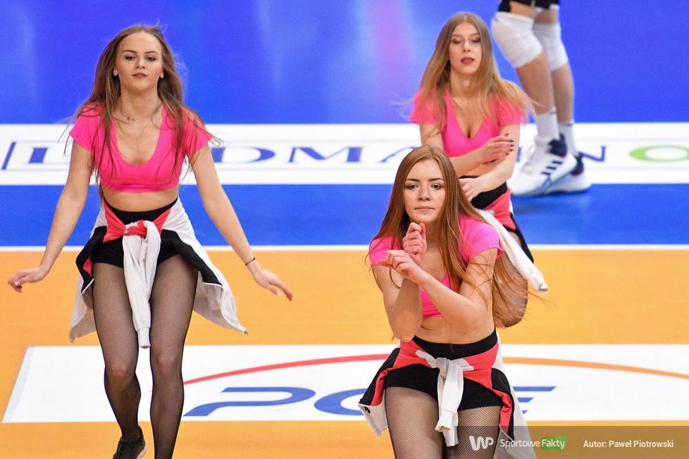 Cheerleaders Bełchatów w hicie kolejki a PGE Skra wygrywa z ZAKSĄ (galeria)