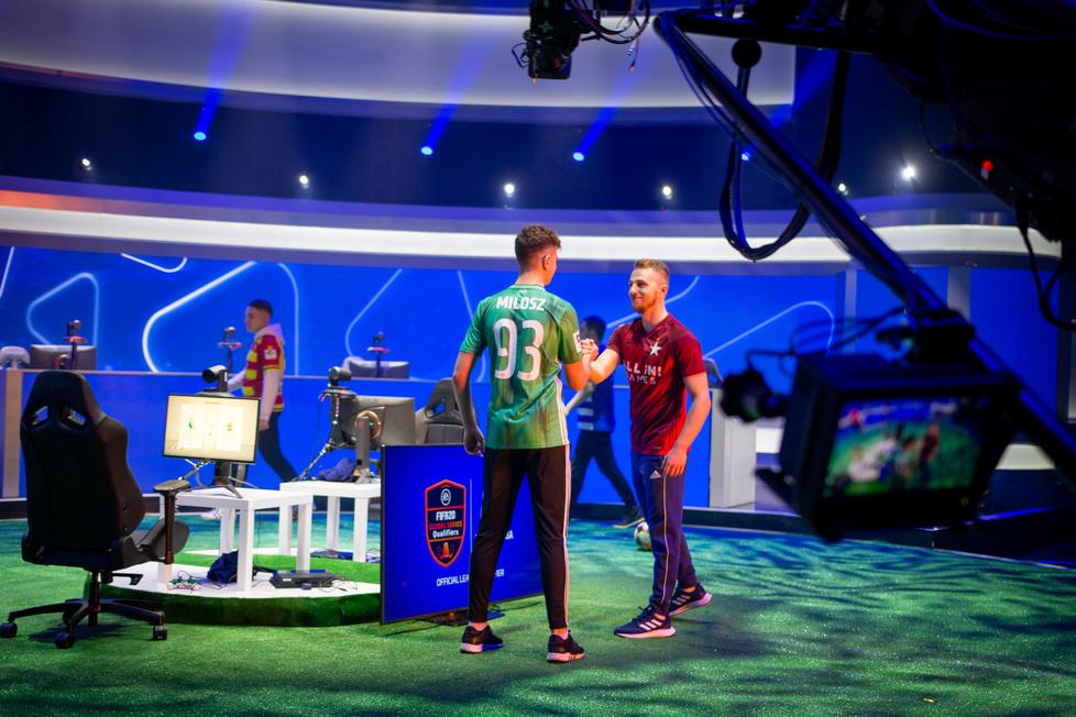 Wystartuj w największym turnieju FIFA w Polsce. Zobacz jak wyglądały finały w studiu TV (galeria)