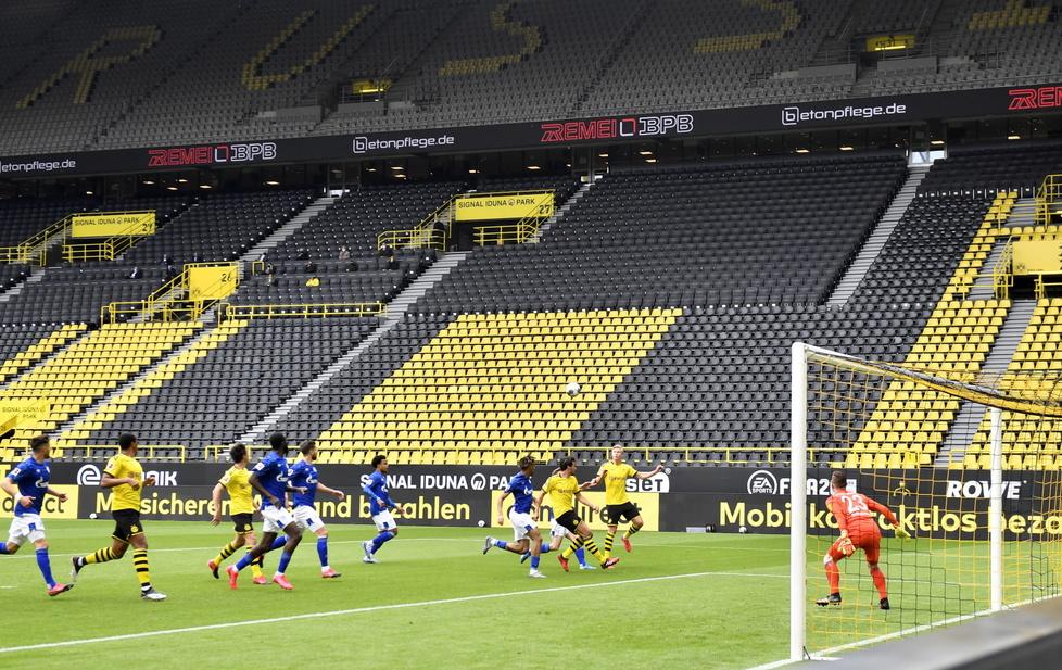 Borussia Dortmund vs Schalke 04 ...