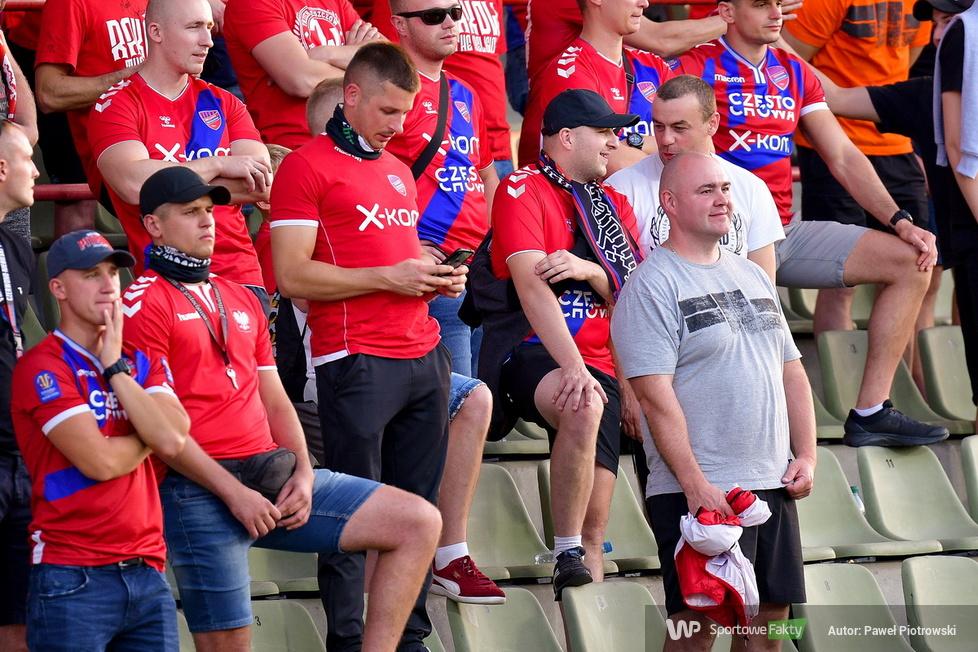 PKO Ekstraklasa: kibice podczas meczu Raków Częstochowa - Zagłębie Lubin 2:1 (galeria)