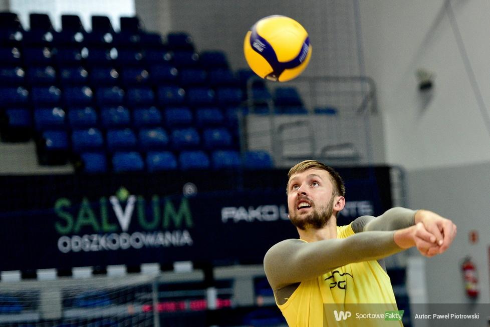 Plusliga: trening zawodników PGE Skry Bełchatów przed meczem z Grupą Azoty (galeria)