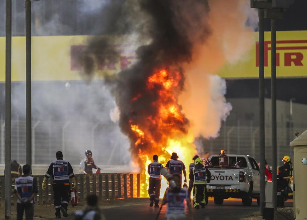 Wypadek Romaina Grosjeana mrozi krew w żyłach. Rozpędzony bolid Francu...