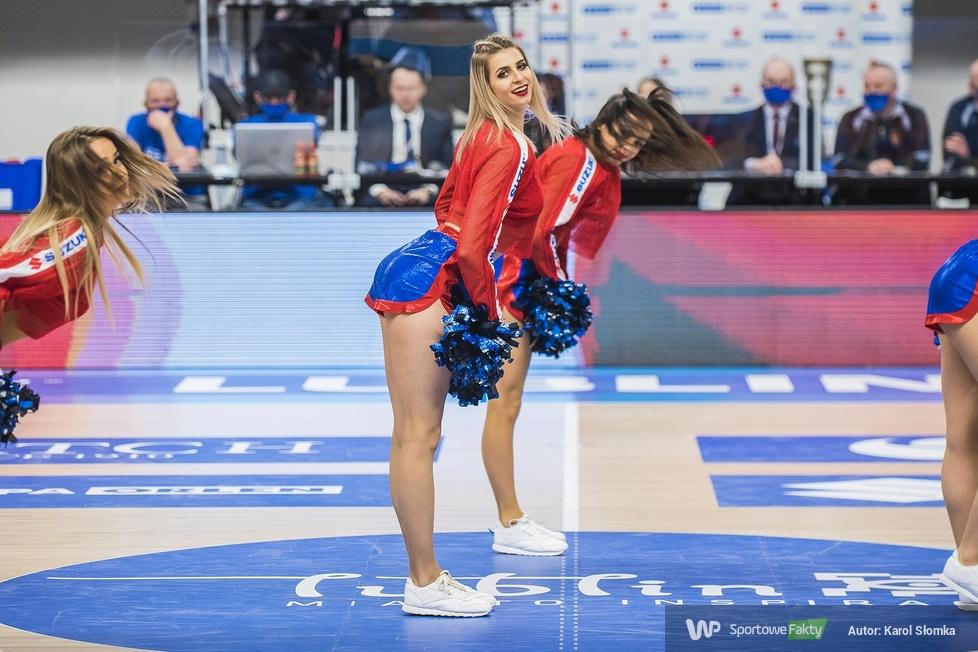Cheerleaders Wrocław podczas drugiego dnia ćwierćfinałów Suzuki Pucharu Polski ]GALERIA]