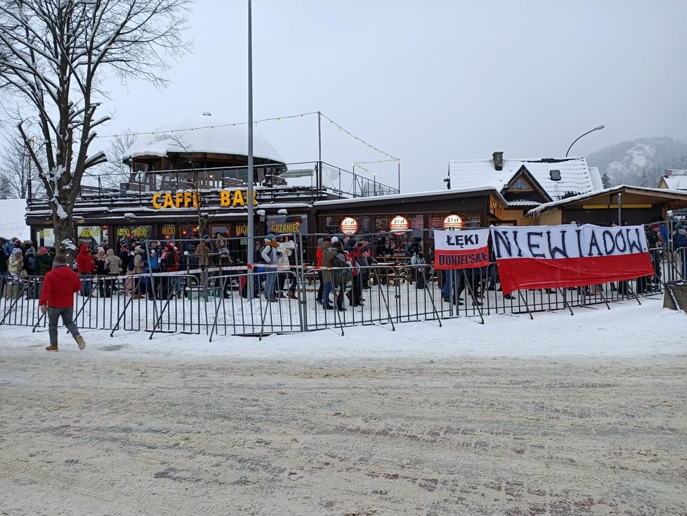Puchar Świata w Zakopanem. Tłumy pod Wielką Krokwią. Zobacz, ile osób przyszło kibicować (galeria)