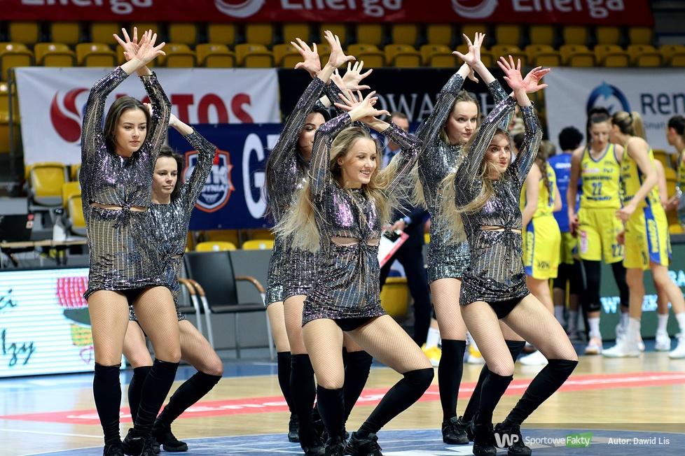 Cheerleaders Gdynia podczas meczów półfinałowych Suzuki Pucharu Polski Kobiet (galeria)