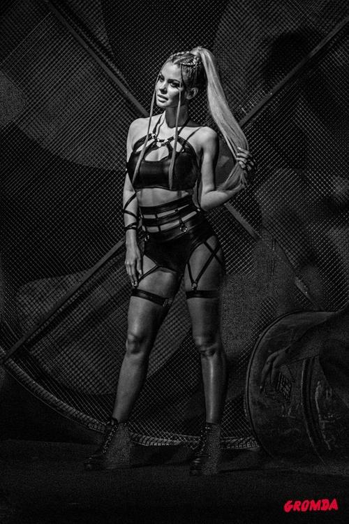 Ring girls gali walk na gołe pięści GROMDA 5 (galeria)