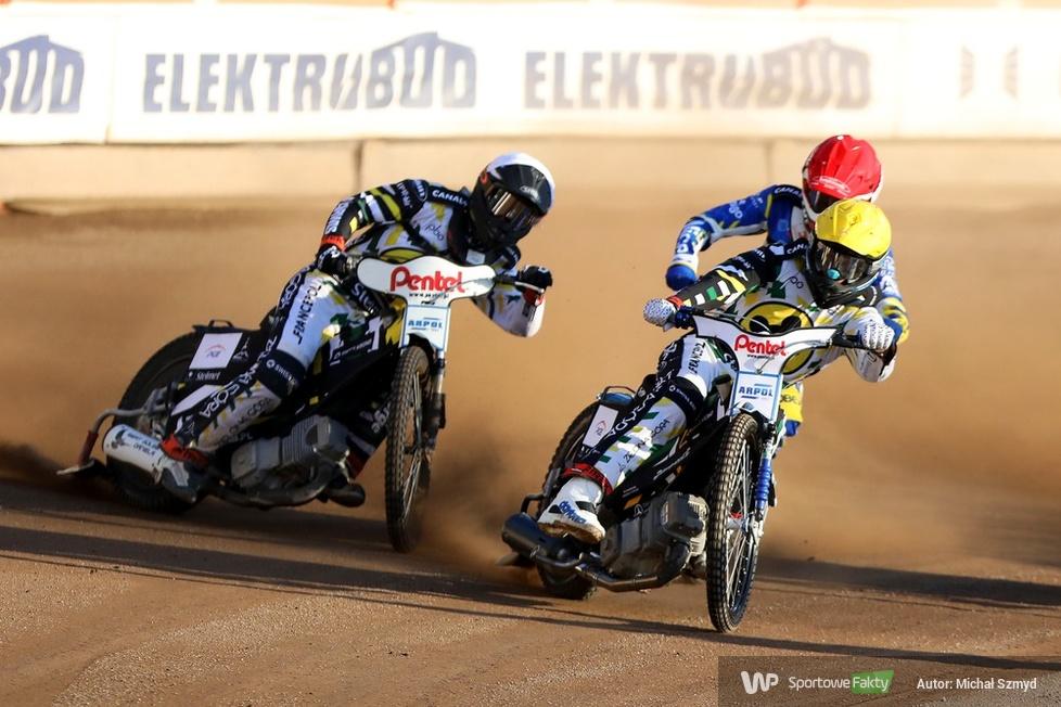 Karambol Norberta Krakowiaka i Fabiana Ragusa podczas meczu GKM - Falubaz