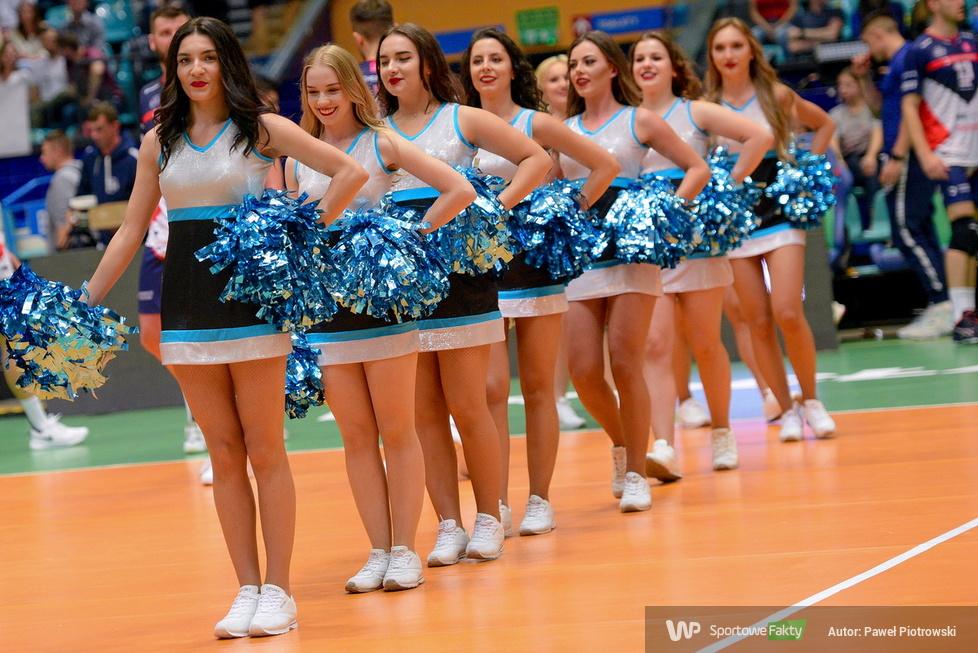 Wrocławskie święto siatkówki: Cheerleaders wreszcie na parkiecie (galeria)