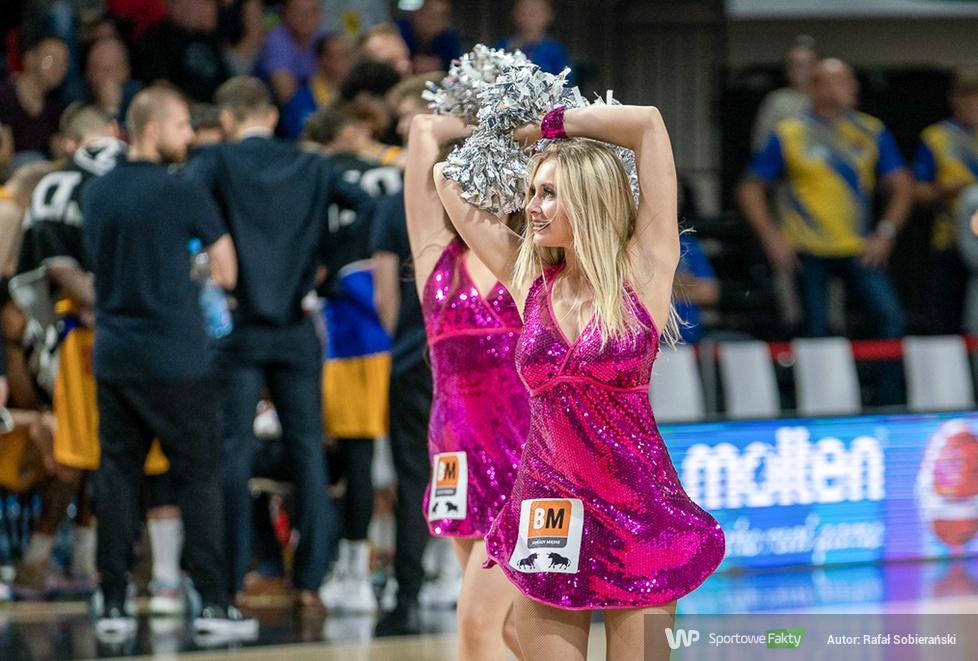 Cheerleaders Wrocław podczas meczu Arged BM Stali Ostrów Wielkopolski (galeria)